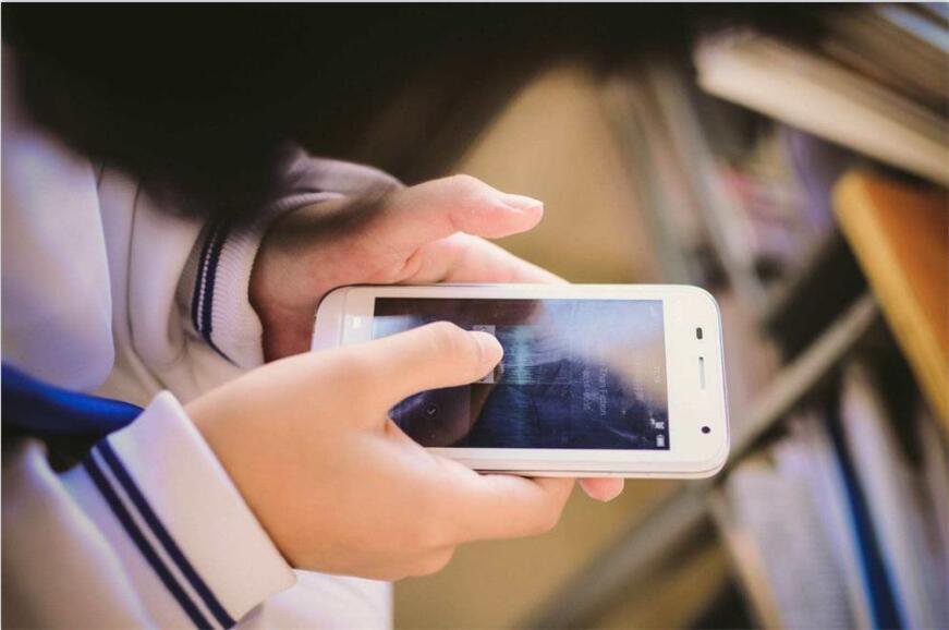 教育部:手机禁止带入课堂